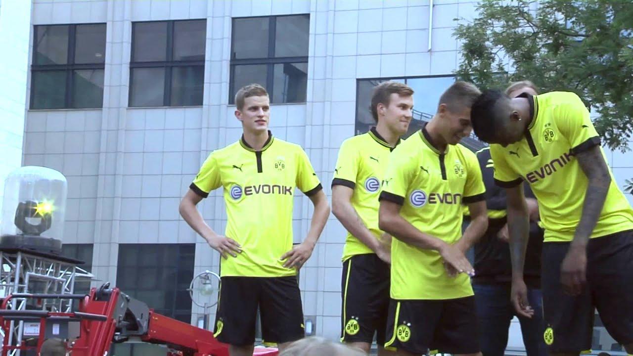 Vorstellung des neuen BVB Puma Trikots am alten Markt (Borussia Dortmund 2012)