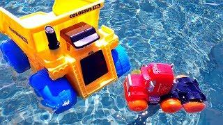 Мультики с машинками. НА МОРЕ Самосвал учит транспортировщик Мак плавать #Машинки из мультика #Тачки