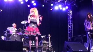 "Cyndi Lauper tribute band The True Colors - ""Money Changes Everything"" (live clip)"