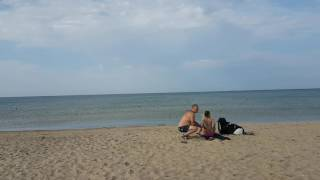 Море с тиной на пустынном пляже Витязево