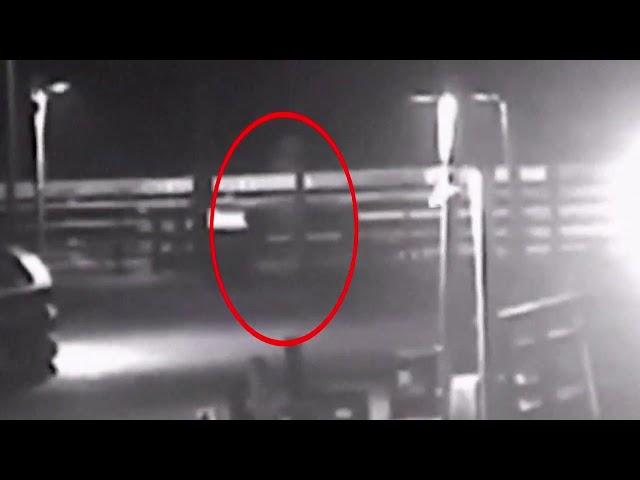 Graban una espeluznante figura fantasmal en un muelle durante el paso del huracán Florence