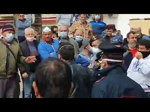 Coronavirus, la protesta a Lampedusa: 'Noi in quarantena ma gli sbarchi continuano'