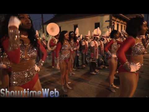 West Jefferson vs Scotlandville High Marching Band - 2017 Mardi Gras Parade