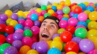 MAKING A BALL PIT IN OUR HOUSE ▻ New Zalfie Sims • https://youtu.be...