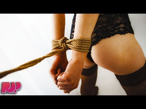 Dude Accidentally Sends His Mom A Photo Of Bondage Ropes