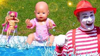 Видео с куклами – БЕБИ БОН и Барби отдыхают у бассейна! – Смешные видео игры для детей с Baby Born