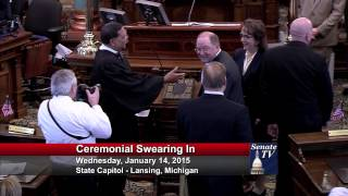Senator Dave Robertson takes his Oath of Office in the 98th Legislature.