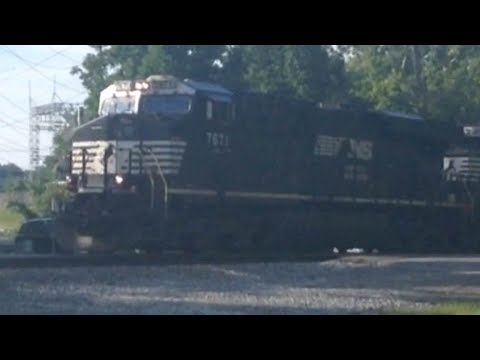 Railfanning in Crescent Springs KY with NS #7671 Leading Freight Train