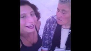 კაკუ ქეთი ქველაძე და ბებია  ბათუმის ბულვარში მღერიან და ცეკვავენ