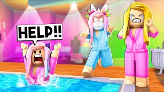 RELAXING DAY AT THE ROYALE HIGH SPA TURNED INTO A DISASTER! (Roblox)