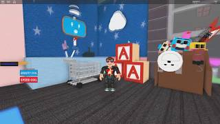 ROBLOX: RUNNING AWAY FROM THE TOY STORE!!!