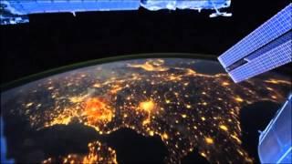 Ночной полет над землей из космоса! Класс ! Красив...
