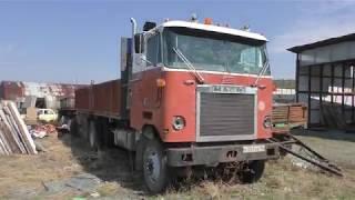 Американский классический грузовик со свалки