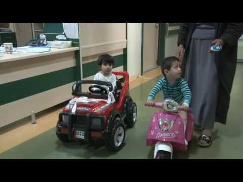 Vücutları Yanan minik Çocuklar Acılarını Akülü Arabayla Unutuyor