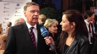 GÜNTHER JAUCH ist nicht auf Facebook weil....   Die Goldene Henne 2012   MDR   RBB   ARD