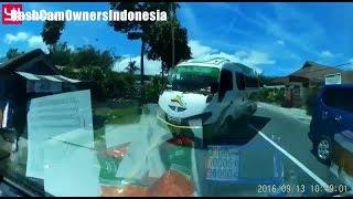 Video Dashcam Indonesia - Kecelakaan Bus Nabrak Truck Pickup di Banuhampu, Agam Sumatra Barat 13/09/2016 download MP3, 3GP, MP4, WEBM, AVI, FLV Juni 2018