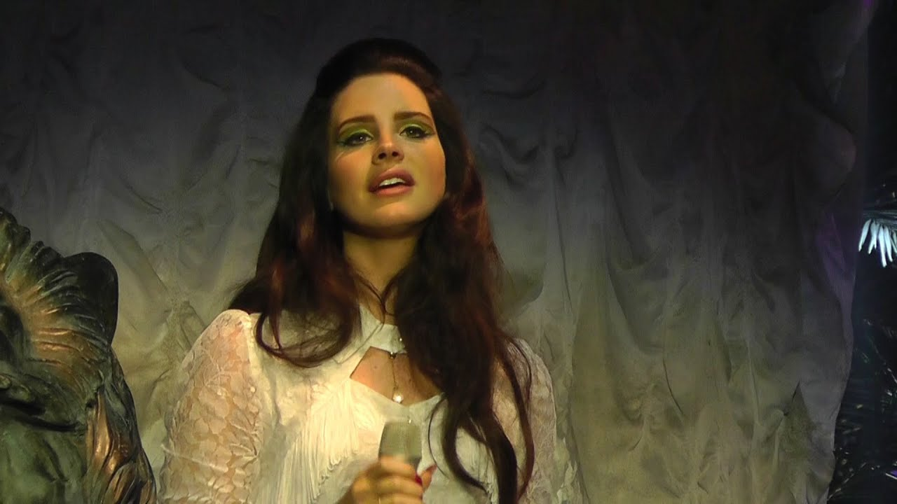 Lana del rey young beautiful first time in live for Ahorro total arganda del rey
