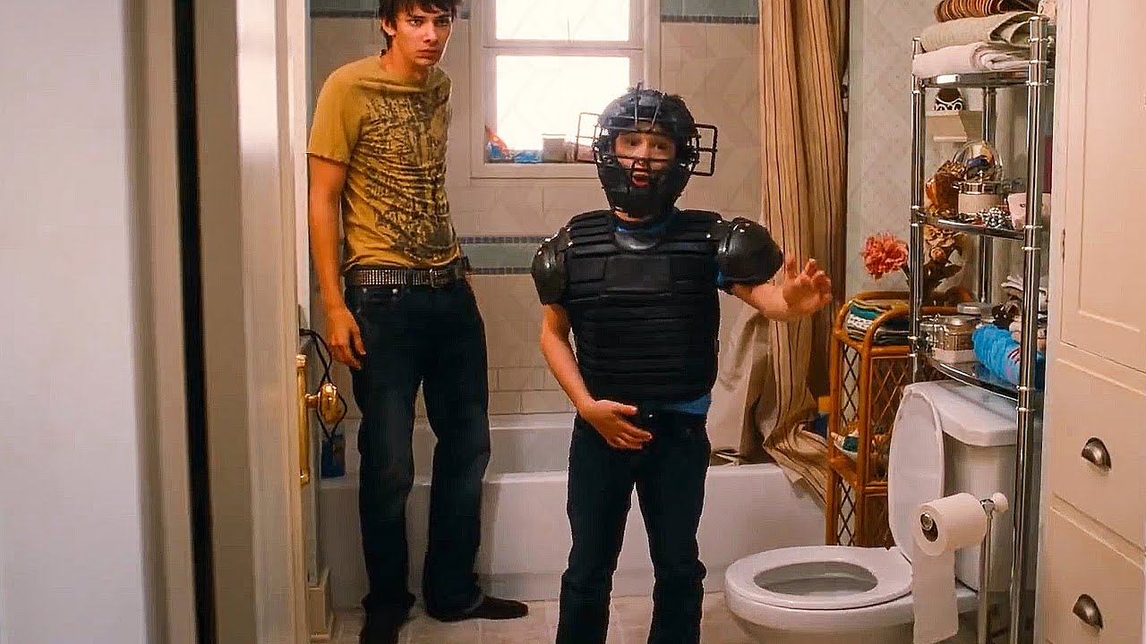 Download Greg Really Has To Pee Scene - DIARY OF A WIMPY KID (2010) Movie Clip