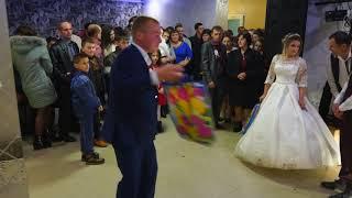 Традиція на карпатському весіллі. Вручення подарунків.