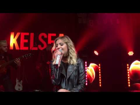 """Roses"" - Kelsea Ballerini @ House Of Blues Dallas (December 2016)"