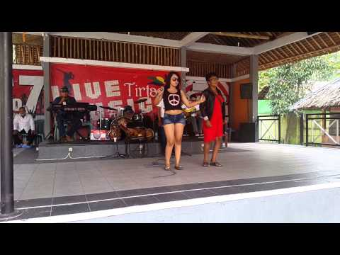 Frida Angella konser at Tirtania waterpark