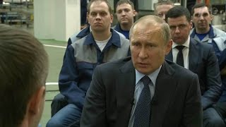 Владимир Путин вЯрославле посетил завод «Автодизель» ипообщался сего сотрудниками.
