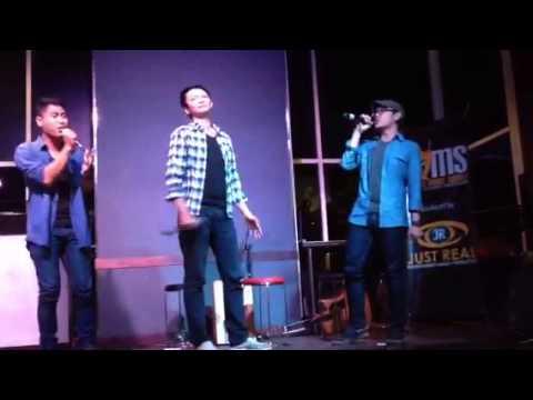 PETERPAN diatas normal 3tea perform @moodz 11-07-13