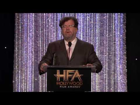 "Kenneth Lonergan Accepts the Screenwriter Award for ""Manchester by the Sea"" - HFA 2016"