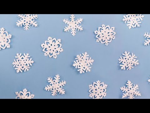 ​Let It Snow With This DIY Paper Snowflake Garland​