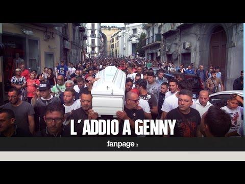 Funerali di Genny Cesarano, lacrime e silenzio al Rione Sanità