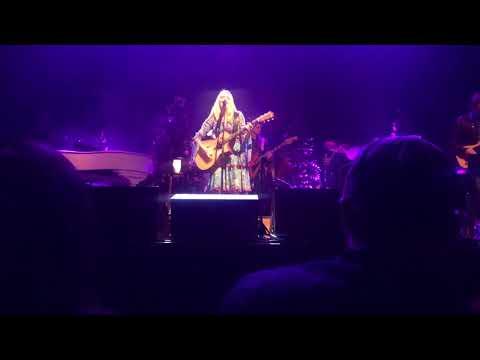 Jewel Kilcher Concert