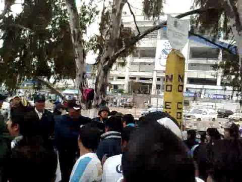 BRUTALIDAD DE LA POLICIA POBLANA CONTRA BARRA