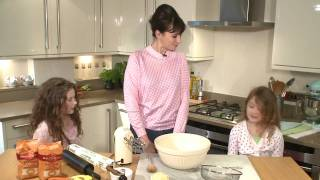 Gizzi Erskine Makes Easter Cookies