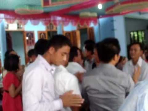 lao bao dam cuoi  mang dam chat lao`