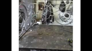 видео Купить Кованные перила для лестниц: ПЕ-1.1.001 в Москве по низкой цене в компании «Навес-металл»