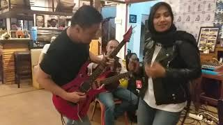 Cinta Di Kota Tua by Nicky Astria /D'Lavida Band ft. Mia Eldabo, Yevie Nabella ((live)