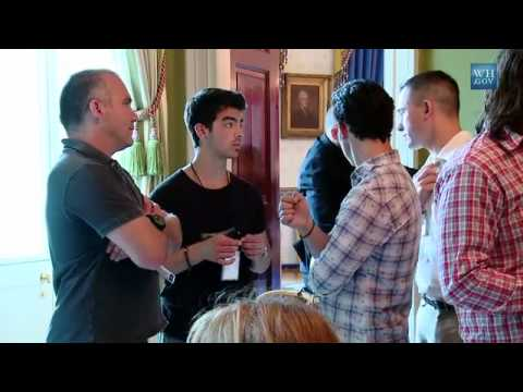 Jonas Brothers singing drive my car by beatles at the white houseHD backstage mp3