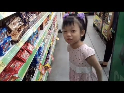 Asiknya jalan ke supermarket Jennifer belanja dulu ya