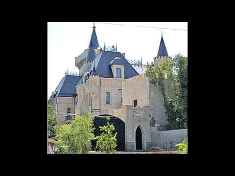 Алла Пугачева и Максим Галкин показали свой замок.