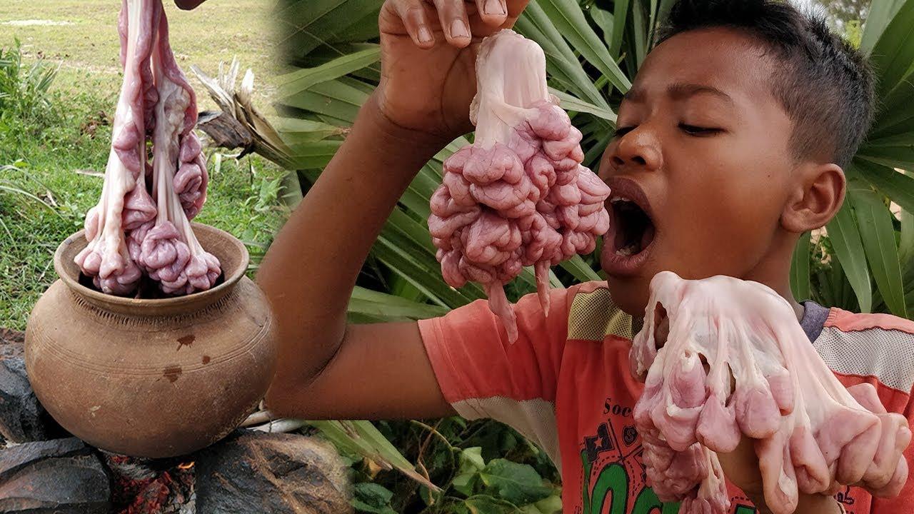 Pork Intestine Stir Fry with Mushroom / Eating Pig's Intestines