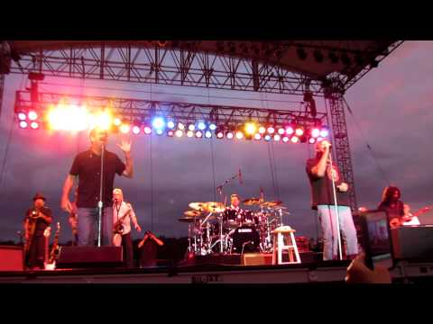 Huey Lewis & the News with King Harvest Dancing in the Moonlight @ Artpark, Lewiston, NY 7312