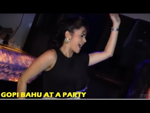 Saath Nibhana Saathiya - Devoleena Bhattacharjee - Gopi Bahu Hot Dance | Star Plus Serials News 2018 thumbnail