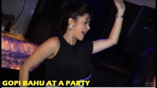 Video Saath Nibhana Saathiya - Devoleena Bhattacharjee - Gopi Bahu Hot Dance | Star Plus Serials News 2018 download MP3, 3GP, MP4, WEBM, AVI, FLV Januari 2018