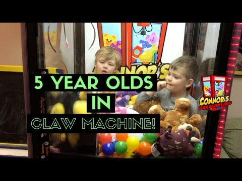 😲 2 Five Year Olds in the Claw Machine Talking about FNAF!!😲