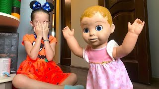 Маша с куклами играет в прятки дома. Hide and seek at home with dolls