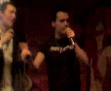 Alex & Poncho en el karaoke
