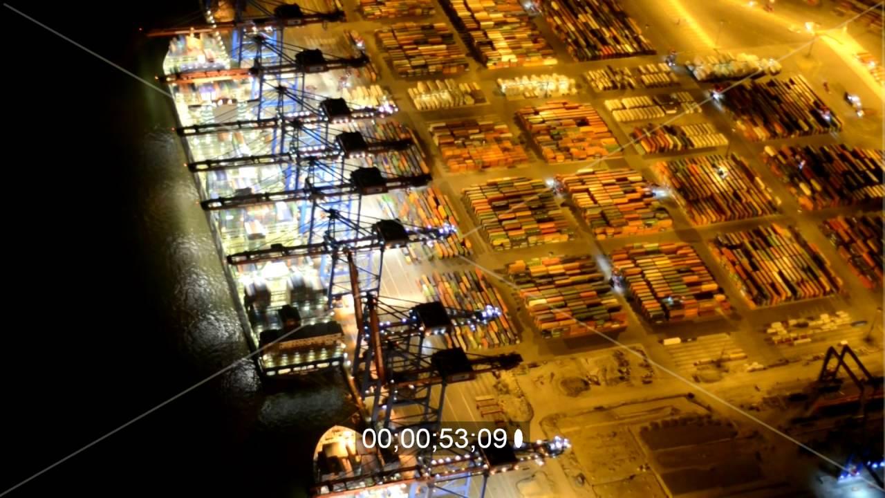 Nacht- Beleuchtung am Containerterminal im Containerhafen des ...