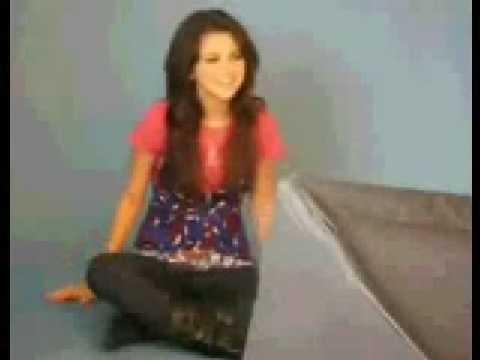 Selena Gomez loves to sing Rockstar! By Hannah Montana a.k.a Miley Cyrus