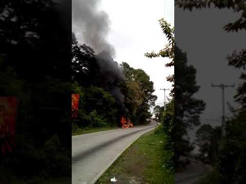 Se incendia vehículo en calle al Boquerón