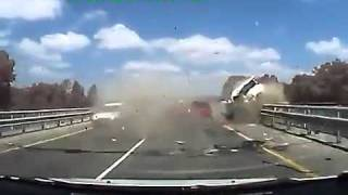 Repeat youtube video คลิป อุบัติเหตุรถยนต์ชนประสานงาเต็มๆน่ากลัวมากๆ ✪   คลิปแมส